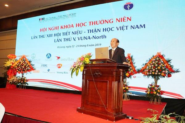 PGS.TS Vũ Lê Chuyên, Chủ tịch Hội Tiết niệu – Thận học Việt Nam, phát biểu khai mạc hội nghị